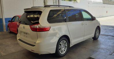 Toyota Sienna XLE 2017 full
